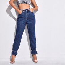Jeans mit Rueschenbesatz und hoher Taille