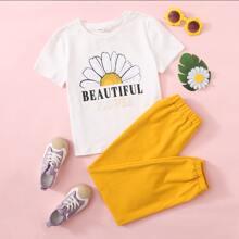 Conjunto top con estampado floral con letra con pantalones