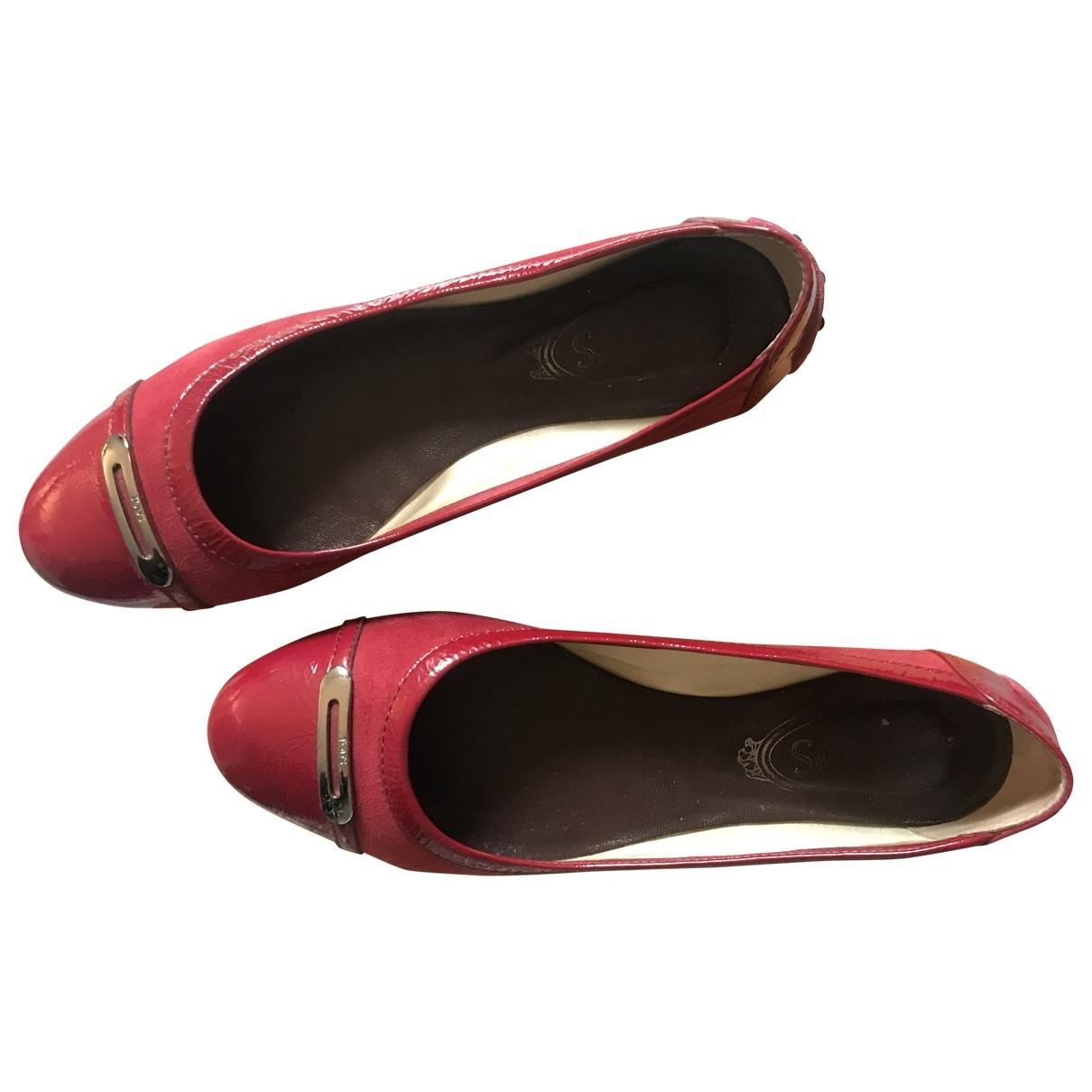 Tods \N Ballerinas in  Rot Lackleder
