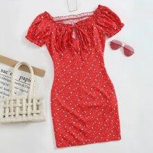 Schulterfreies Kleid mit Halsband, Rueschenbesatz, Bluemchen Muster und geraffter Rueckseite