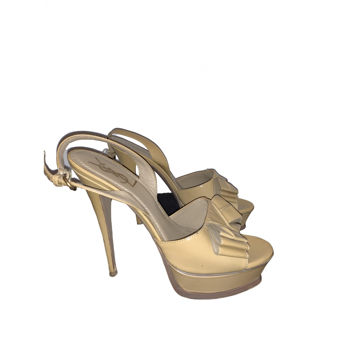 Yves Saint Laurent \N Sandalen in  Beige Lackleder