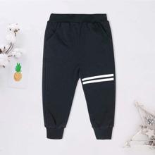 Jogginghose mit Streifen und schraegen Taschen
