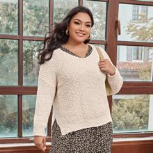 Pullover mit sehr tief angesetzter Schulterpartie und Schlitz