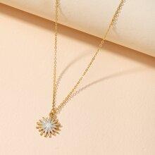Halskette mit Blumen Anhaenger