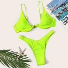Bikini Set mit hohem Beinschnitt und Oberteil mit Buegel