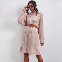 Pullover Kleid mit seitlichem Schlitz und sehr tief angesetzter Schulterpartie ohne Guertel