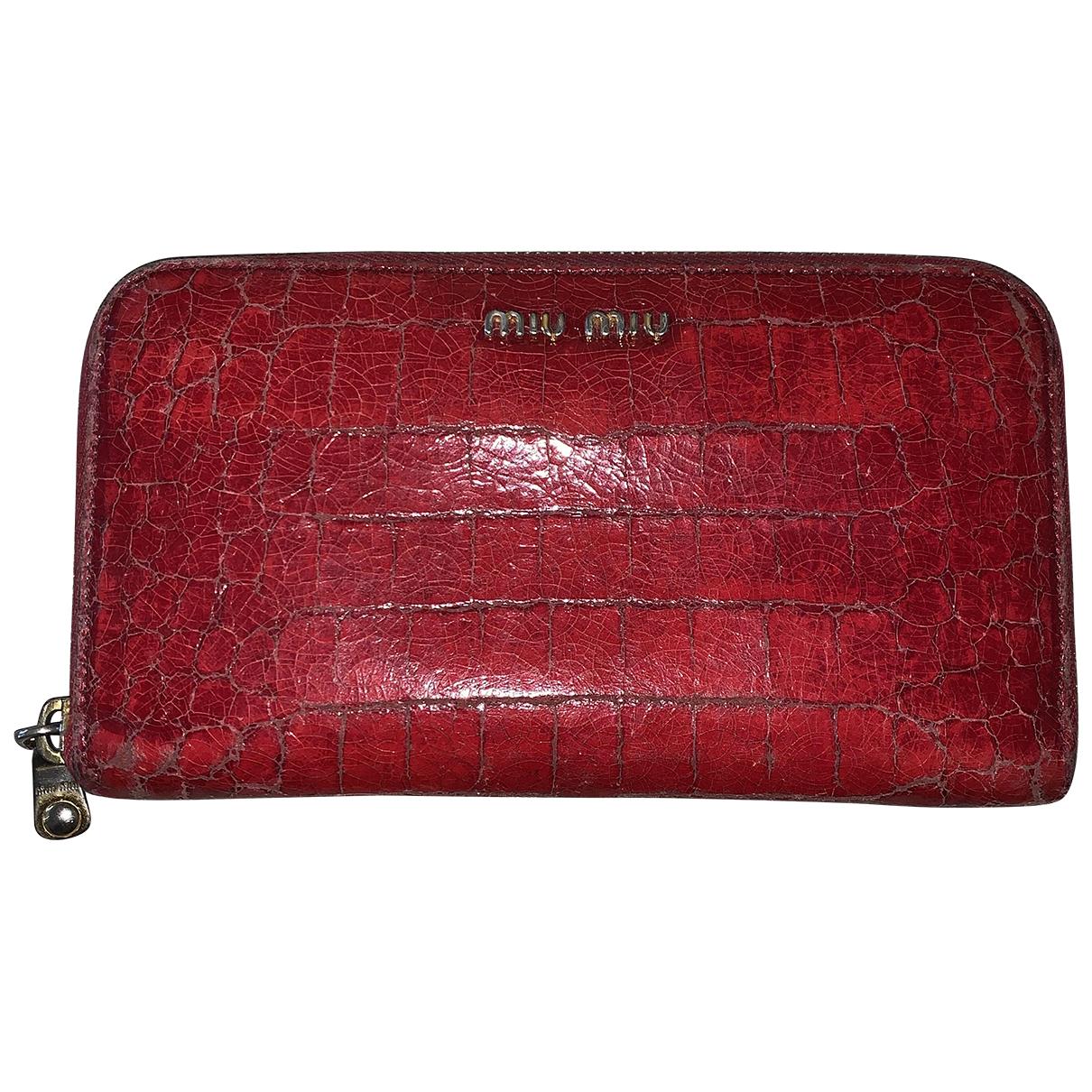 Miu Miu \N Portemonnaie in  Rot Lackleder