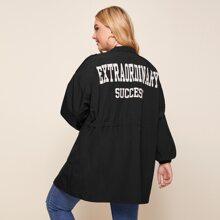 Mantel mit Taschen Flicken, Buchstaben Grafik hinten und Kapuze