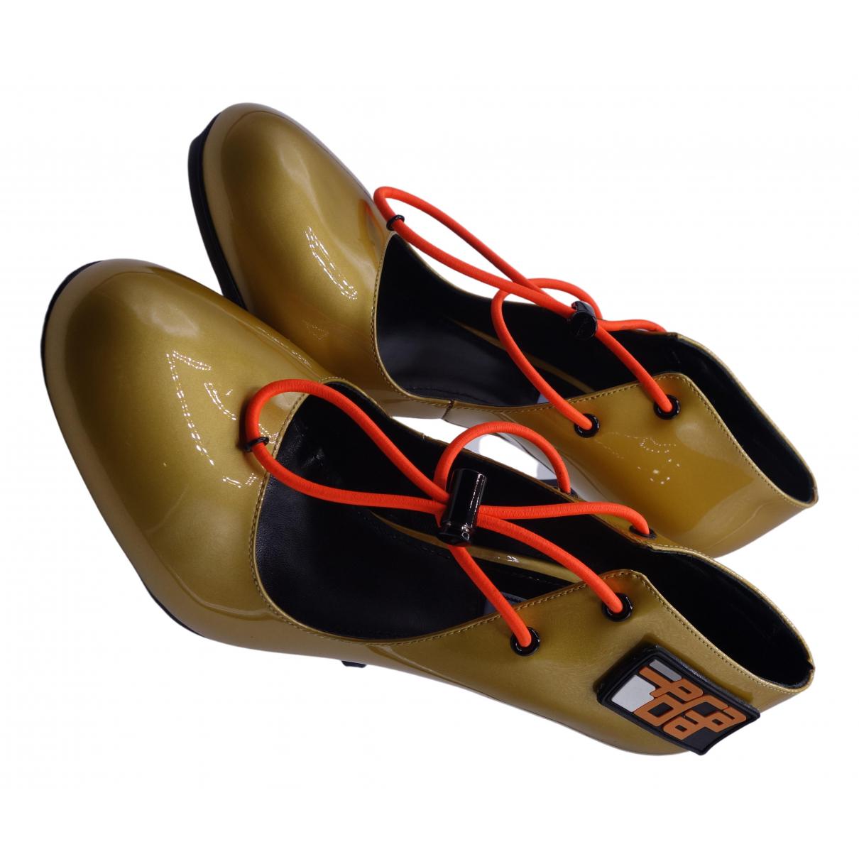 Prada - Escarpins   pour femme en cuir verni - dore