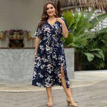 Kleid mit Blumen Muster, Schlitz und Guertel