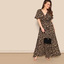 Kleid mit Schosschenaermeln, Taillenband, Wickel Design und Leopard Muster