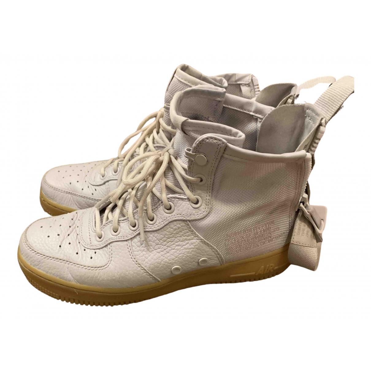 Nike SF Air Force 1 Sneakers in Leder