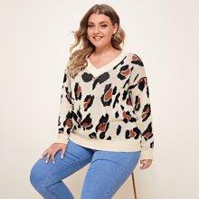 Pullover mit V-Kragen, Leopard Muster und sehr tief angesetzter Schulterpartie