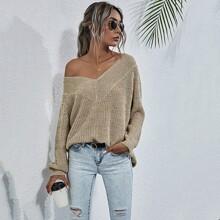 Einfarbiger Pullover mit V-Kragen und Schlitz