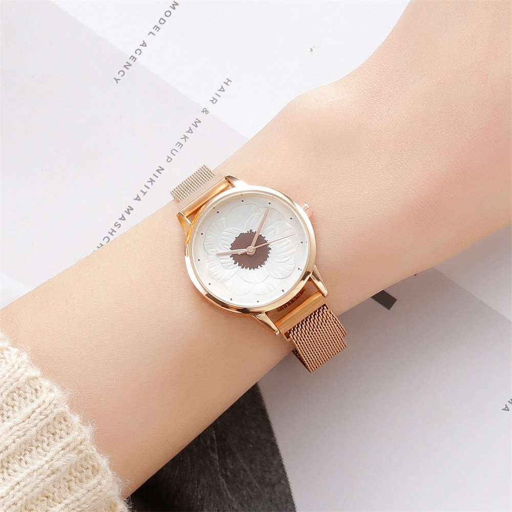 Trendy Stereoscopic Flowers Magnet Buckle Waist Watch Alloy Round Dial Quartz Watch