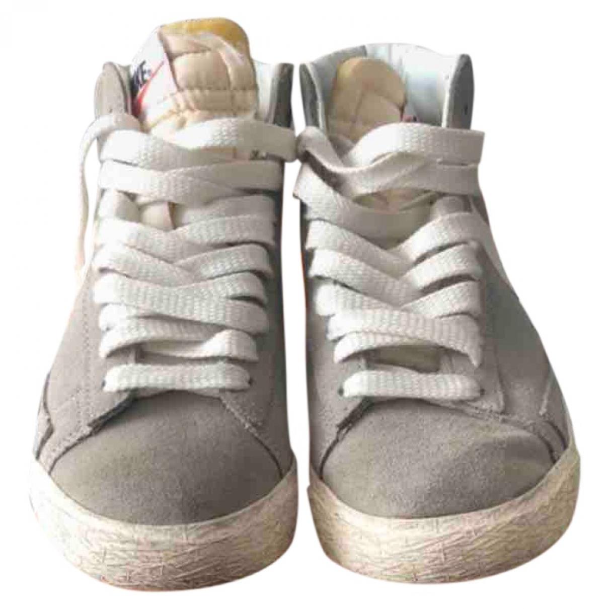 Nike - Baskets Blazer pour femme en suede - gris