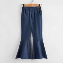 Einfarbige Jeans mit ausgestelltem Beinschnitt