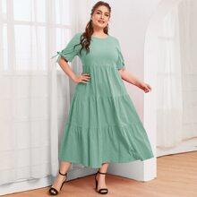 Einfarbiges Kleid mit Knoten auf Manschetten und Schosschensaum