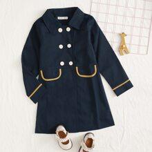 Mantel mit doppelten Knopfleisten und Kontrast Bindung