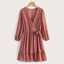 Kleid mit Punkten Muster, seitlichen Knoten und Rueschen