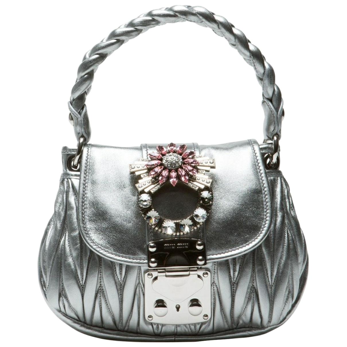 Miu Miu Matelasse Handtasche in  Silber Leder