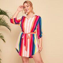 Shirt Kleid mit gerollten Ärmeln, gebogenem Saum und bunten Streifen