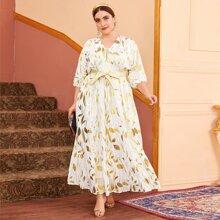 Kleid mit Blaettern Muster und Rueschenbesatz