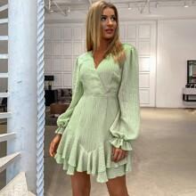 Double Crazy Kleid mit offener Rueckseite, Knoten und Rueschenbesatz