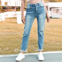 Jeans mit umgesaeumtem Saum, Riss und schraegen Taschen