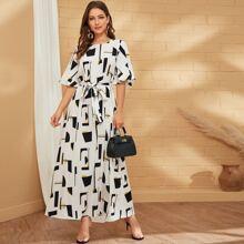 Kleid mit Glockenaermeln und Selbstguertel