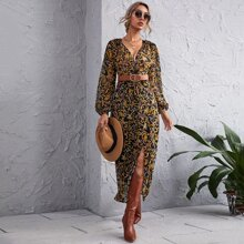 Kleid mit Barock und Blumen Muster und Twist ohne Guertel