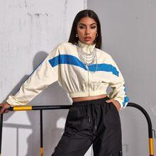 Zweifarbige winddichte Jacke mit sehr tief angesetzter Schulterpartie und Reissverschluss