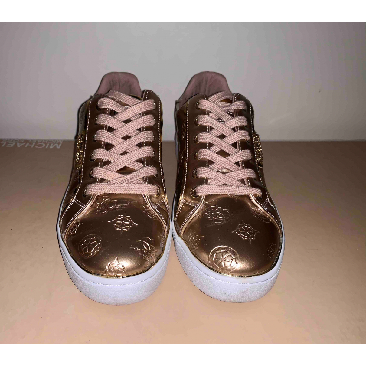 Guess \N Sneakers in  Gold Lackleder