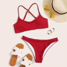 Top mit Kreuzgurte und Bikini