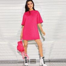 Vestido estilo camiseta de hombros caidos rosado neon