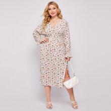 Kleid mit Gaensebluemchen Muster, Schlitz und Schosschenaermeln