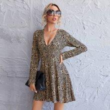 Vestido de leopardo de cuello profundo