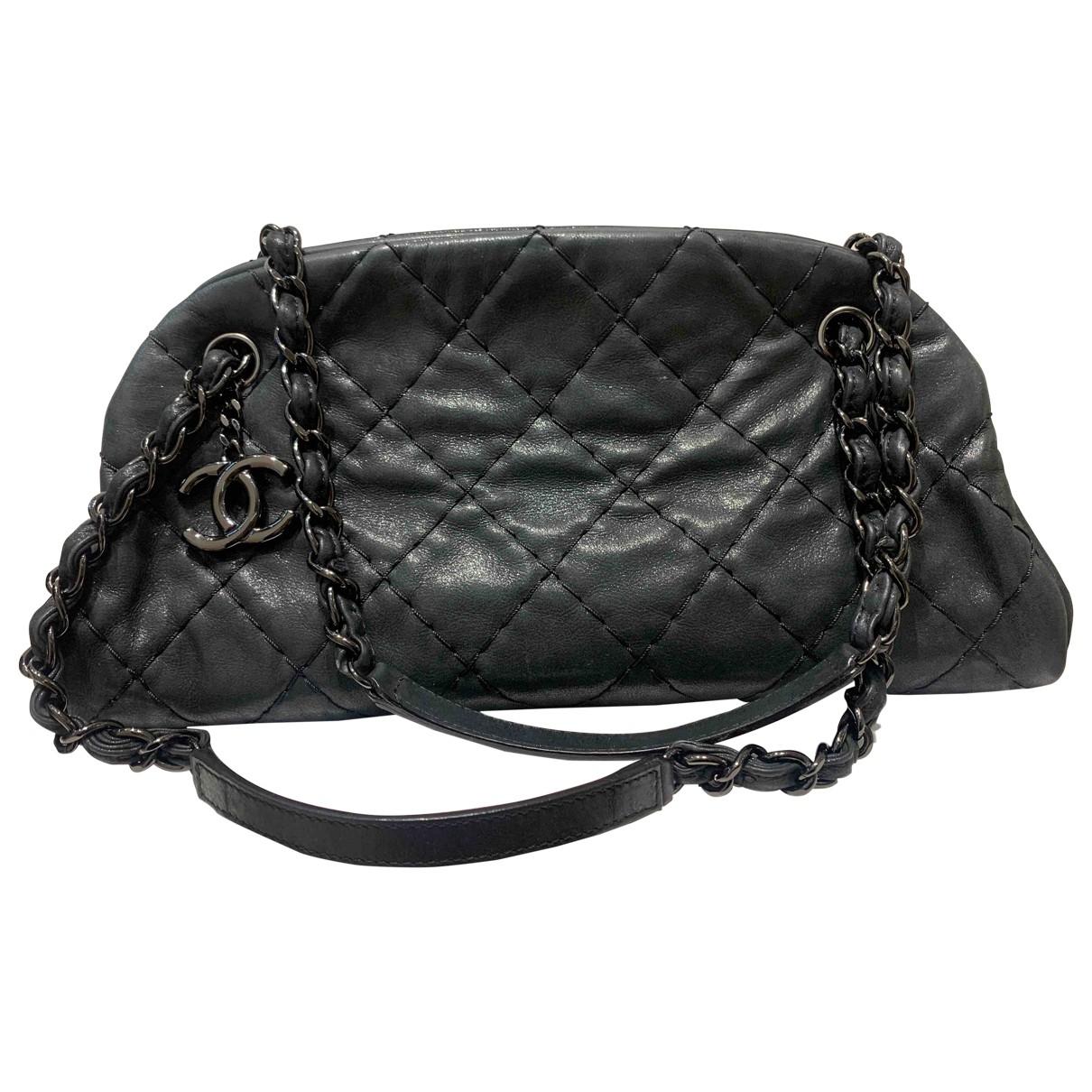 Chanel Mademoiselle Black Leather handbag for Women \N