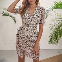 Kleid mit Raffungsaum, Rueschen und Gaensebluemchen Muster