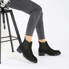 Minimalistische Chelsea Stiefel mit klobiger Sohle