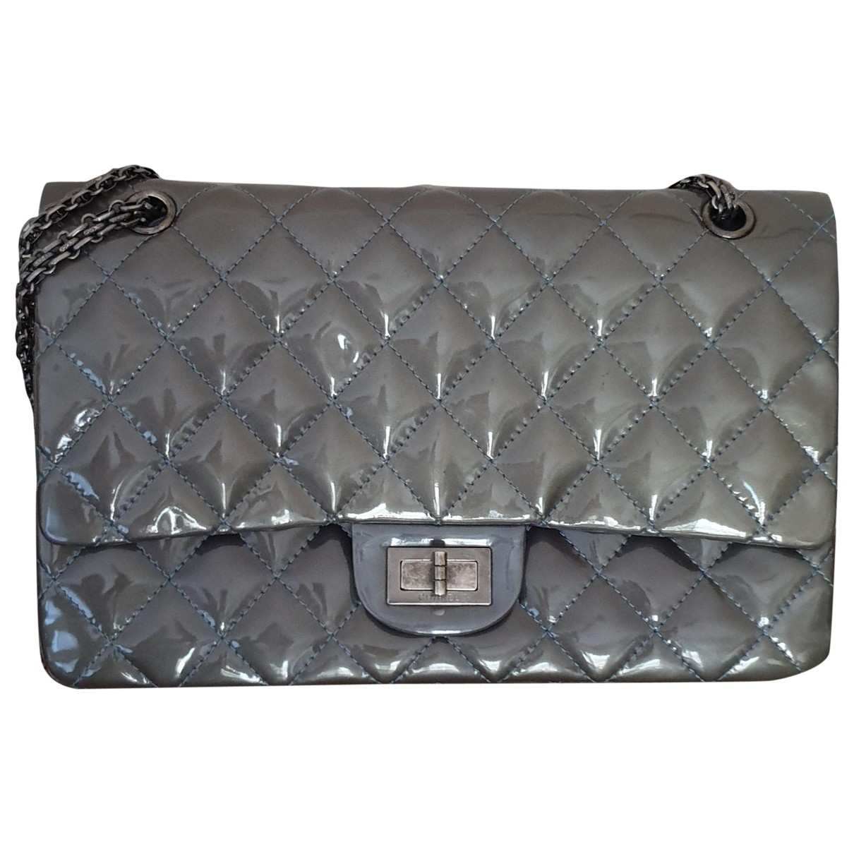 Chanel Timeless/Classique Handtasche in  Grau Lackleder