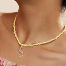 Halskette mit Buchstaben Grafik