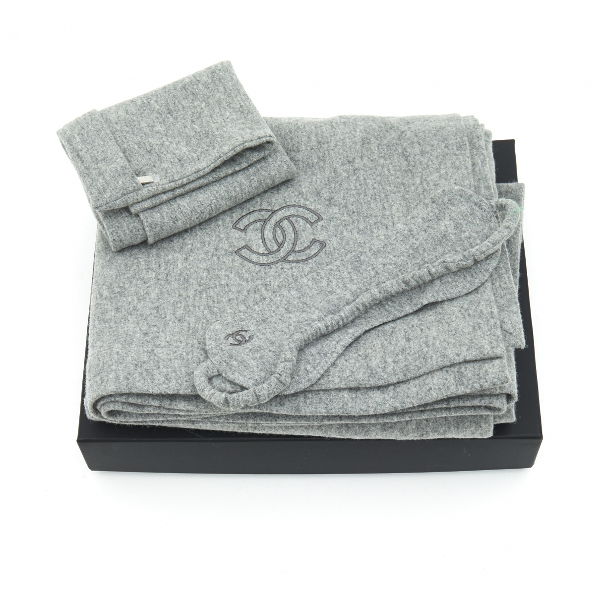 Chanel \N Grey Cashmere Home decor for Life & Living \N