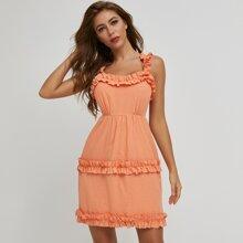 Sommerkleid mit Rueschenbesatz, Band hinten und Ausschnitt