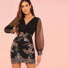 Kleid mit V Kragen, Pailletten und Netzstoff