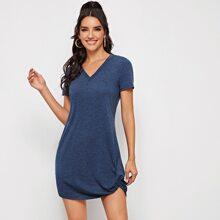 T-Shirt Kleid mit V-Kragen und Twist