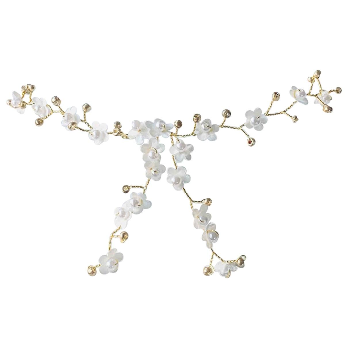 Non Signe / Unsigned Motifs Floraux Haarschmuck in  Weiss Perle