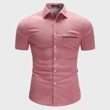 Maenner Hemd mit Taschen Flicken und gebogenem Saum