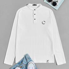 Polo Shirt mit Grafik Stickereien und Flicken