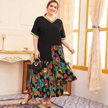 Kleid mit Feder Muster, asymmetrischem Saum und Falten am Saum